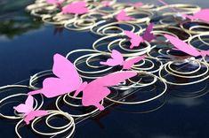 Süße Schmetterling-Deko für das Hochzeitsauto - ganz ohne Blumen.