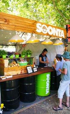 Soonta Roll specalizes in Bahn Mi (Vietnamese baguettes) and has a awesome, recyclable pop-up that is made of recycled goods. Inspiration is taken from SE Asian street food vendors, making creative use of recycled and re-appropriated materials to replicate the wonderful chaos of a street market. The store front was designed to be easily transportable and re-useable. #PopUp #Retail