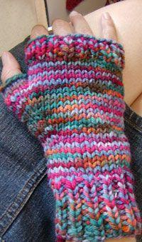 Fingerless gloves, free pattern at Midnight Knitter http://www.midnightknitter.com/blog/ Have made for my daughter.