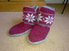 Ravelry: nettynot's Snowflake Slippers  These are my cosy slippers knitted from Jem Westons pattern - you can download it free :)