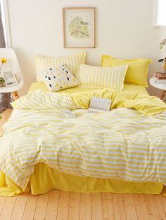 Striped Print Sheet Set -SheIn(Sheinside) Yellow Bed Sheets, Yellow Bedding, Striped Bedding, Yellow Bedrooms, Bedding Sets, Yellow Room Decor, Teen Room Decor, Aesthetic Rooms, Beach Room