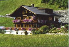 This Chalet looks like a cute little music box!
