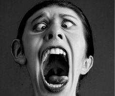 Как справиться с минутными эмоциями, которые приводят к крику на ребенка? Как не кричать на ребенка? Как не орать? Я приведу несколько способов, которые я придумала для себя сама.