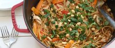 Keep dirty dishes to a minimum with this one-pot Thai pasta that's ready in just 30 minutes! Keep dirty dishes to a minimum with this one-pot Thai pasta that's ready in just 30 minutes! Pasta Dishes, Food Dishes, Main Dishes, Spicy Dishes, Pasta Food, Food Food, Thai Peanut Chicken, Thai Chicken, Rotisserie Chicken