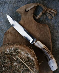 Artisan Andrea Brugi oak cutting board photography by Ditte Isager styling by Christine Rudolph as seen on linenandlavender.net - http://www.linenandlavender.net/2013/07/artisan-feature-andrea-brugi-it.html