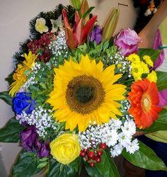 Bratislava, Floral Wreath, Wreaths, Home Decor, Homemade Home Decor, Door Wreaths, Deco Mesh Wreaths, Garlands, Floral Arrangements