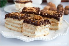 Butter cookies divide layers of dulce de leche and almond-rum pudding. Fresh whipped cream and shaved chocolate finish the dish. No Bake Desserts, Just Desserts, Delicious Desserts, Yummy Food, Baking Recipes, Cake Recipes, Dessert Recipes, Cupcakes, Cupcake Cakes