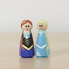 An easy peg doll painting tutorial! Make Anna and Elsa with just a few simple materials. Princess lovers will have so much fun with them!