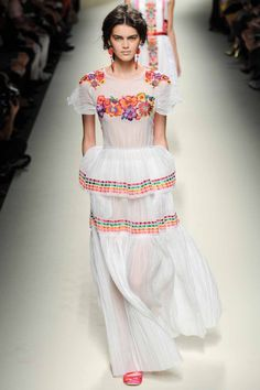Alberta Ferretti ready-to-wear spring/summer '14 collection. Pretty peasant style! Gorgeous splashes of colour.