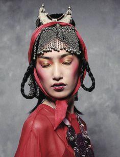 Gigi Jeon by Philip Meech for Muse Winter 2012 Foto Fashion, Tribal Fashion, Modern Fashion, Fashion Art, Editorial Fashion, Grey Fashion, Oriental Fashion, Asian Fashion, Headdress