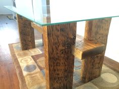 Made+from+a+large+pallet+(wood+was+really+big).+I+used+an+old+coffee+table+glass+for+the+top.