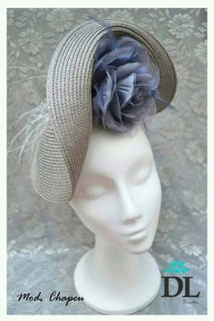 Another interesting way to alter sun hats Millinery Hats, Fascinator Hats, Fascinators, Headpieces, Turbans, Run For The Roses, Fancy Hats, Love Hat, Red Hats