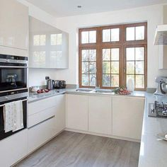 cocina-pequena-ventana-madera