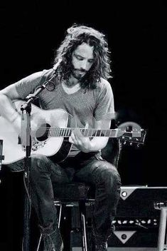 Chris Cornell - Audioslave/Soundgarden/Temple of the dog Pearl Jam, Grunge, Music Love, Music Is Life, Nirvana, Heavy Metal, Beautiful Men, Beautiful People, Beautiful Voice
