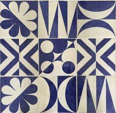 I decori di Giò Ponti «Blu Ponti» dell'hotel Parco dei Principi a Sorrento, il primo design hotel al mondo oggi hotel museo. La nuova collezione, liberamente ispirata ad alcuni dei disegni che realizzò in #AnticheFornaciDAgostino, rappresenta un omaggio alla storia della ceramica e del design.