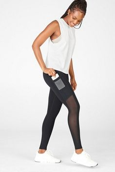 Fitness-Outfits & Sportbekleidung für Damen | Jetzt online kaufen | 50% Rabatt für VIP-Mitglieder | Fabletics Deutschland Kate Hudson, Beste Leggings, Fitness Outfits, Overall, Muscle Tanks, Squats, Exercise, Athletic, Workout
