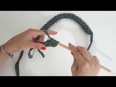 Alça Cordão de Fio de Malha - Alça de Bolsa com Fio de Malha - Tutorial de Crochê - YouTube Crochet Cord, Love Crochet, Crochet Motif, Crochet Stitches Patterns, Crochet Designs, Magic Ring Crochet, Purse Tutorial, Crochet Purses, Crochet Videos