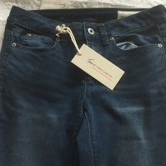 NWT Vince Camuto Jeans NWT Vince Camuto Jeans. Size 25/0. Skinny Vince Camuto Jeans Skinny