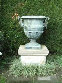 For our garden. Does the urn need to go on a plinth or is it happy on a sandstone slab?
