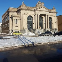 This Beaux-Arts style building, built in 1916, originally was the Maisonneuve Public Bath. Some years later it was home to a police academy. It is now Piscine Morgan, a public swimming pool.  #mtlmoments #montreal #hochelagamaisonneuve #publicbath #bainpublique #swimmingpool #piscine #policeacademy #ecoledepolice #20160122