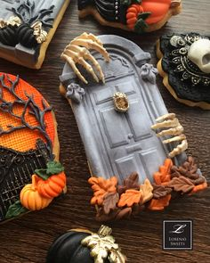 Wanted to share some Halloween cookies I made this week. Wanted to share some Halloween cookies I made this week. Halloween Cookies Decorated, Halloween Sugar Cookies, Halloween Cupcakes, Fall Cookies, Iced Cookies, Cookie Desserts, Halloween Food For Party, Halloween Candy, Halloween Biscuits
