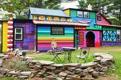 Une artiste transforme sa maison en décor de contes de fées / le mouv'