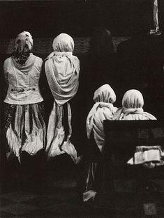 Slovakia - Martin Martinček: V kostole - 1975 The Shining, Folklore, Confessions, Old Photos, Catholic, Nostalgia, Religion, Museum, Culture