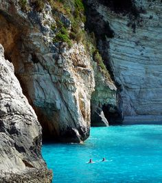 An island with crystal blue green water and amazing sea caves Positano, Paxos Island, Places To Travel, Places To Go, Costa, Once In A Lifetime, Greece Travel, Greek Islands, Countries Of The World