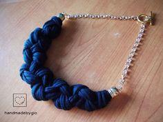 Collana in stoffa nera http://www.ebay.it/itm/161843189499?ssPageName=STRK:MESELX:IT&_trksid=p3984.m1555.l2649
