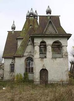 Abandoned Buildings, Abandoned Mansion For Sale, Old Abandoned Houses, Abandoned Mansions, Old Buildings, Abandoned Places, Old Houses, Beautiful Architecture, Beautiful Buildings