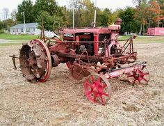 Farmall with Cultivators Antique Tractors, Vintage Tractors, Vintage Farm, Antique Cars, Old Farm Equipment, Heavy Equipment, Farmall Tractors, Tractor Pulling, Red Tractor