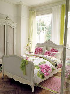 nice bedroom:)