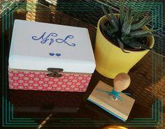 Sellos para bodas en cajita tuneada con chalk paint y decoupage  Carving wedding stamps. Wood box : chalk paint and decoupage.