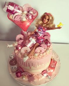 ✨💖🤩🍸 Pink Gin Cake 🍸🤩💖 Tag your drunk barbie! 21st Bday Cake, 22nd Birthday Cakes, Barbie Birthday Cake, 18th Birthday Party, Birthday Cake Girls, 18th Birthday Ideas For Girls, Birthday Gifts, Pink Birthday, Barbie Torte