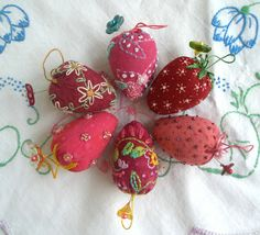 fiberluscious----love these little embroidered strawberries