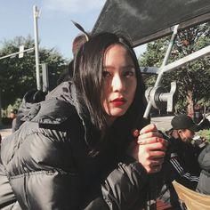 Krystal for L'Officiel Italia Magazine. Krystal Fx, Jessica & Krystal, Kpop Girl Groups, Kpop Girls, Krystal Burger, Krystal Jung Fashion, Role Player, Airport Style, Airport Fashion