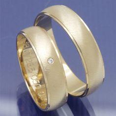Hochzeitsringe aus 333 Apricotgold mit 0,010 ct Brillant P3051063