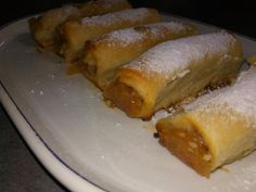 Strudel cu mere din aluat de casa Romanian Food, Pastry Cake, Sweet Memories, Sweets Recipes, Bacon, Bakery, Deserts, Food And Drink, Yummy Food