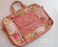 tutorial de bolsa para notebook - Pesquisa Google Patchwork Bags, Quilted Bag, Notebook Case, Bible Covers, Ipad, Key Covers, Best Bags, Fabric Bags, Sewing For Kids