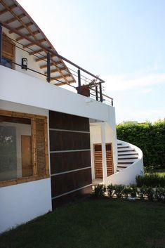 FACHADA CASA BAMBÚ Bamboo House Design, Bamboo Building, Adobe House, Building Design, Home Goods, Mansions, House Styles, Outdoor Decor, Wordpress