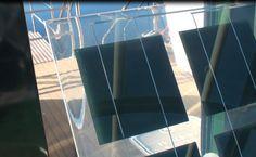 Paneles solares semitransparentes con silicio experimental en color verde Douro, Experimental, Skyscraper, Multi Story Building, Aquatic Ecosystem, Mesas, Solar Panels, Cruise, Parks