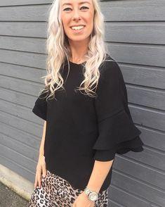 """8dc141bf0e55 Tryde Andrés on Instagram  """"Frille top 🖤 Line fra vores butik i svendborg  har bluse på fra  karenbysimonsen 600kr 🎩 En bluse som også er super fin  til ..."""