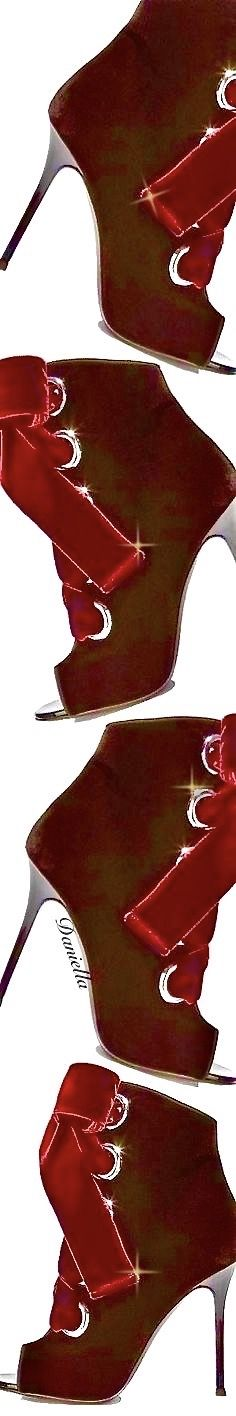 #GiuseppeZanotti Shades Of Burgundy, Classy Women, Her Style, Vip, Heeled Boots, High Heels, Drama, Glamour, Boutique