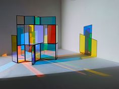 A foldable paravent titled And A And Be And Not, made of dichroic glass segments by German designer Camilla Richter via dailytonic previously: Sparkle palace table by John Foster Portable Room Dividers, Space Dividers, Drawer Dividers, Instalation Art, Bamboo Room Divider, Licht Box, Deco Design, Dichroic Glass, Stage Design