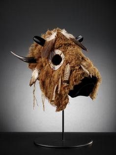 Lakota buffalo horse mask, ca. South Dakota or North Dakota. Eagle and… Native American Horses, Native American Photos, Native American Artifacts, Native American History, American Symbols, Native Indian, Native Art, Sioux, Horse Mask