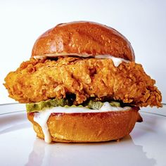 Vegan Popeye's Chicken Sandwich is a veganzied version of the very popular meat version. But this yummalicious version is healthier and cruelty free. Vegan Foods, Vegan Dishes, Vegan Vegetarian, Vegetarian Recipes, Vegan Meals, Whole Food Recipes, Cooking Recipes, Popeyes Chicken, Vegan Burgers