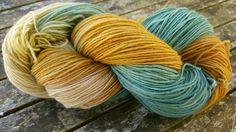 """Handgesponnen & -gefärbt - pflanzengefärbte Sockenwolle """"Pastellkreide"""" - ein Designerstück von Filz_und_Faden bei DaWanda"""