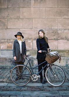 Mini vélo années 70, à vélo à Amsterdam, VTC, vélo electrics, www.decatlon.fr www.emmaus.fr