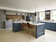 What Kitchen Suits Your Style? Modern, Classic Or Shaker? images ideas from Kitchen Decoration Ideas Luxury Kitchens, Open Plan Kitchen Dining, Kitchen Design, Kitchen Inspirations, Classic Kitchens, Open Plan Kitchen Dining Living, Shaker Kitchen Design, New Kitchen, Kitchen Interior