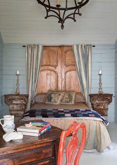 faire une tête de lit soi-même, tête de lit avec vieille porte
